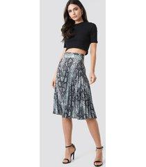 trendyol snake pattern pleated skirt - multicolor