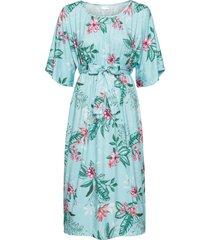 klänning med kimonoärmar