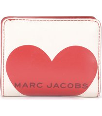 the marc jacobs mini compact wallet in ivory leather with red heart print