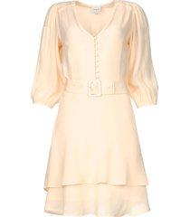 bewerkte jurk met bijpassende riem bellem  nude
