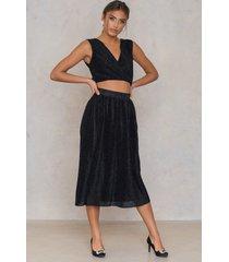 na-kd party pleated glittery skirt - black