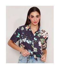 camisa cropped de viscose estampada floral com nó manga curta azul marinho