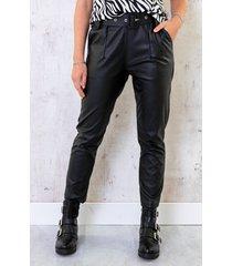 leren broek met riem zwart