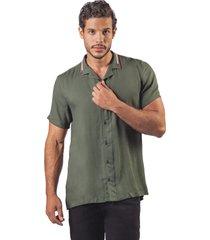 camisa pmp en pique con cuello tejido en jacquards verde militar