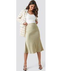 na-kd classic satin skirt - green