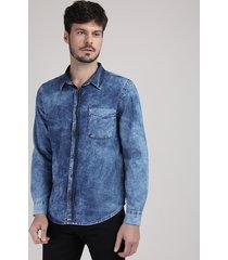 camisa jeans masculina tradicional marmorizada com bolso manga longa azul escuro