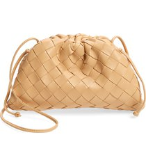 bottega veneta small the pouch leather clutch - beige
