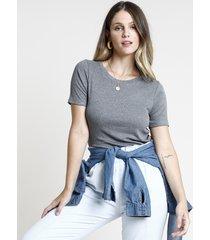 blusa feminina básica canelada manga curta decote redondo cinza mescla escuro