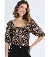 blusa feminina estampada animal print onça manga bufante decote reto bege