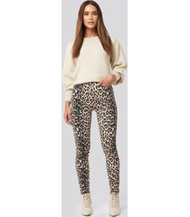 na-kd animal printed high waist jeans - beige,multicolor