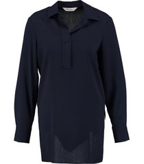 anonyme lange donkerblauwe tuniek blouse