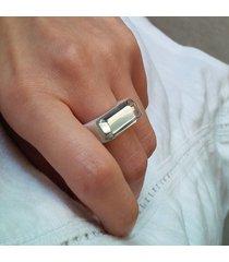 biały pierścionek z żywicy z lustrem