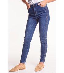 niebieskie spodnie jeansowe crystal