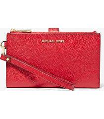 mk portafoglio per smartphone adele in pelle martellata - rosso brillante (rosso) - michael kors