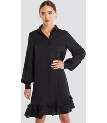 na-kd striped flounce mini dress - black