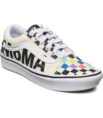 ua comfycush old skool låga sneakers vit vans