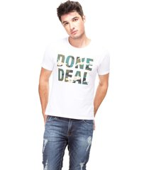 t-shirt done deal guess - branco - masculino - dafiti