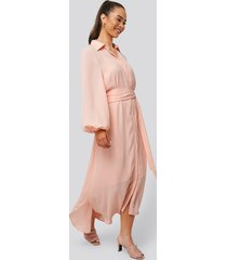 na-kd classic maxi belted dress - pink