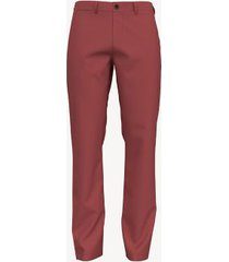 tommy hilfiger men's custom fit essential comfort stretch chino cranberry - 29/30