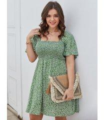 cuadrado de talla grande cuello mangas cortas fruncidas calico vestido