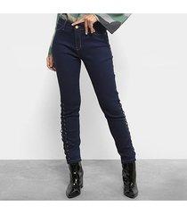 calça jeans skinny mob trançado lateral cintura média feminina