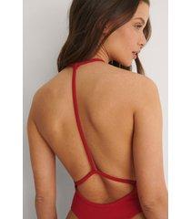 bella michlo x na-kd body med ryggdetalj - red