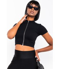 akira queen of everything short sleeve collared crop top