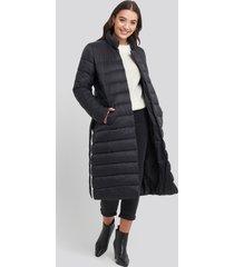 na-kd long belted padded jacket - black