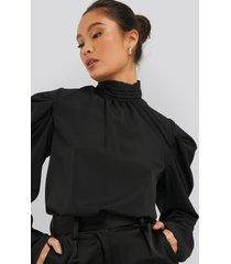 na-kd trend draped sleeve blouse - black