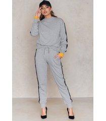 na-kd basic striped sweatpants - grey
