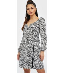 glamorous long sleeve crossover dress loose fit dresses