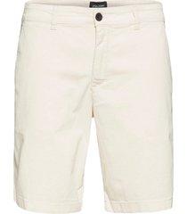 chino short shorts chinos shorts creme lyle & scott
