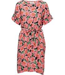 novo print ss dress knälång klänning rosa modström