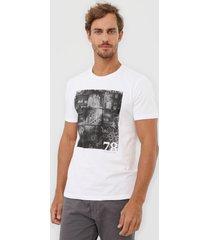 camiseta calvin klein jeans foto branca
