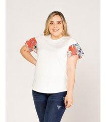 camiseta  adrissa con volantes estampado en manga