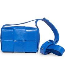 bottega veneta cassette intrecciato leather crossbody card case - blue