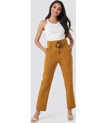 na-kd classic high waist asymmetric belted pants - brown
