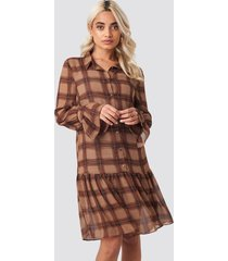na-kd trend checked chiffon shirt dress - brown