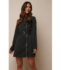 donnaromina x na-kd pinstriped zip detail blazer dress - black