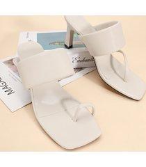 sandalias con punta cuadrada y banda ancha