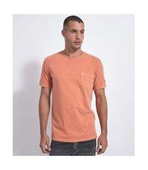camiseta regular fit lavada com bolso | marfinno | laranja | p