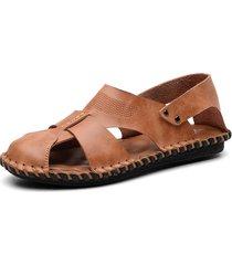 sandali in pelle morbida con punta chiusa da uomo