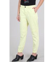 calça de sarja feminina jogger com bolso amarela
