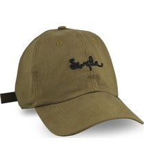 boné simple skateboard dad hat cursiva