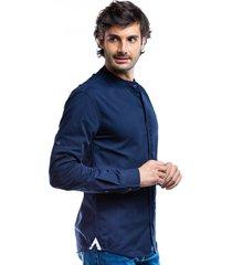 camisa azul oscuro para hombre cuello mao y solapa frontal boton invisible.