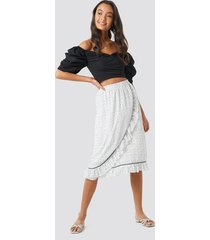 na-kd boho binding detail dot skirt - white