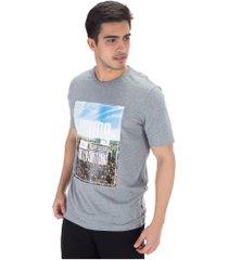 camiseta puma photoprint skyline - masculina - cinza