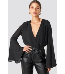 na-kd party trumpeth sleeve overlap body - black