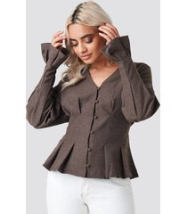 na-kd trend button up balloon sleeve blouse - brown
