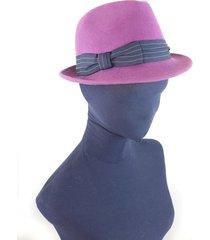 sombrero fucsia almacén de parís